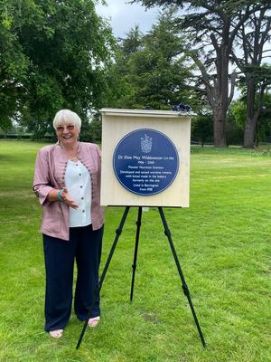 Dr Margaret Ashwell OBE with Elsie Widdowson's blue plaque